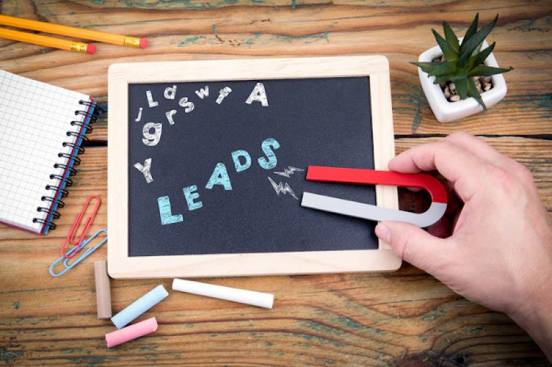 Titelbild Lead Scoring Tafel mit Magnet